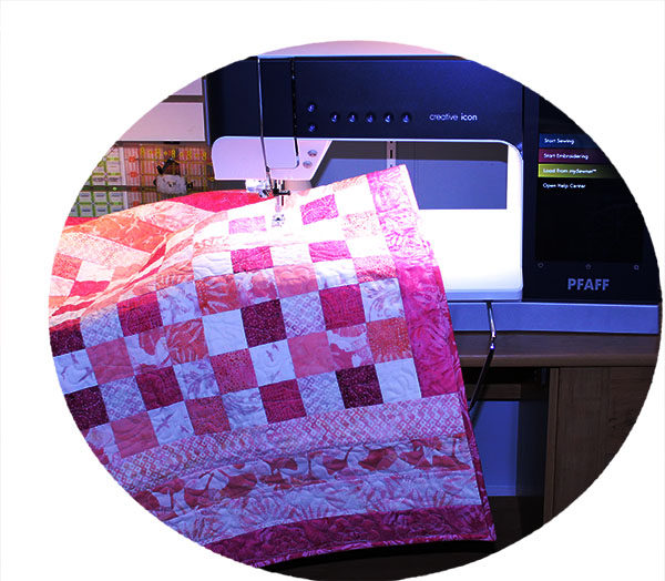 Quilting baby pink quilt using the PFAFF creative icon